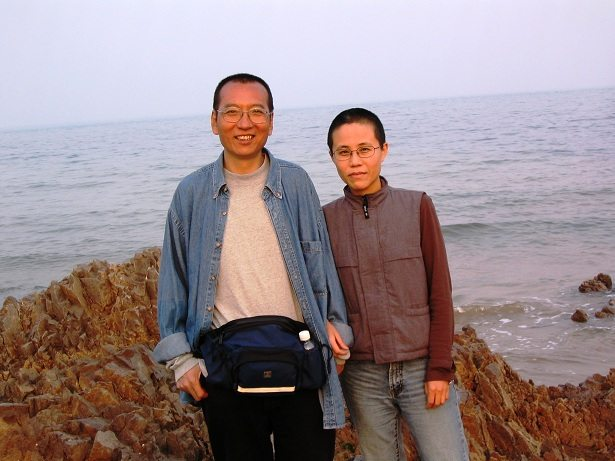 Liu Xiaobo and Liu Xia (Source: https://www.amnestyusa.org/press-releases/china-must-release-critically-ill-nobel-laureate-liu-xiaobo)